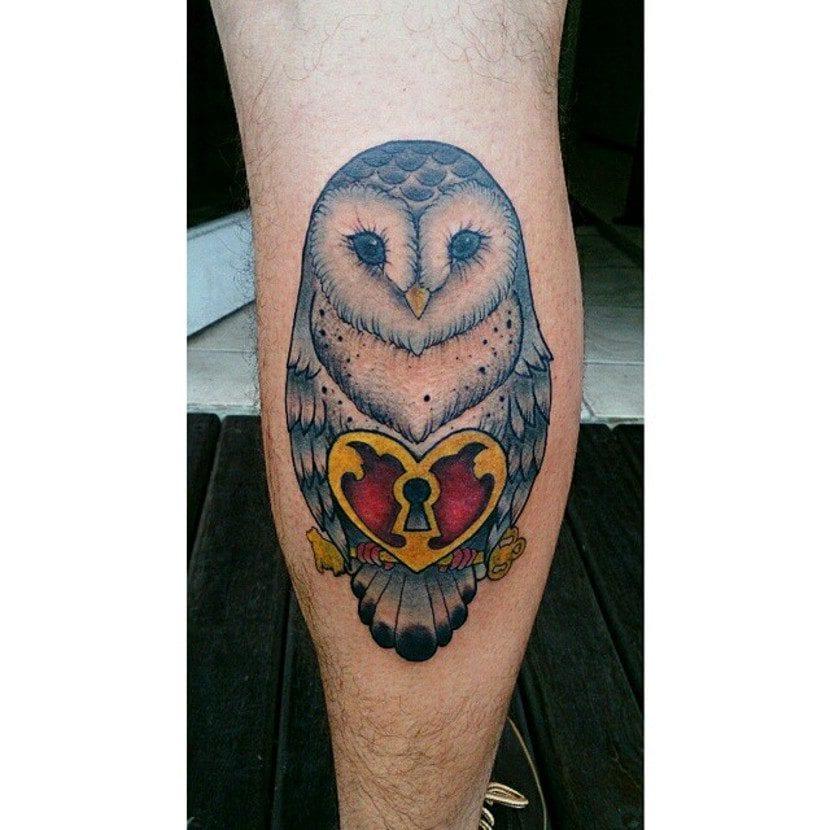 Tatuaje lechuza candado
