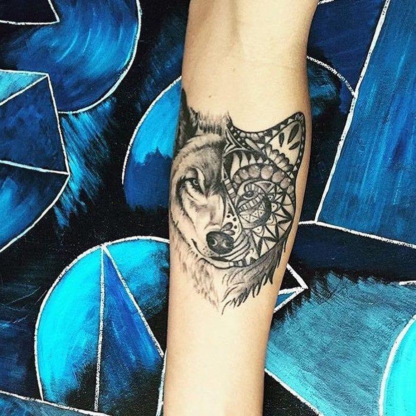 Tatuaje lobo mandala