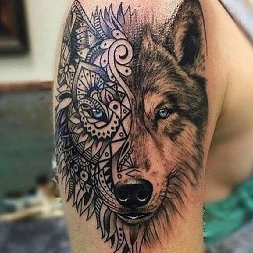 Tatuaje lobo mandala brazo