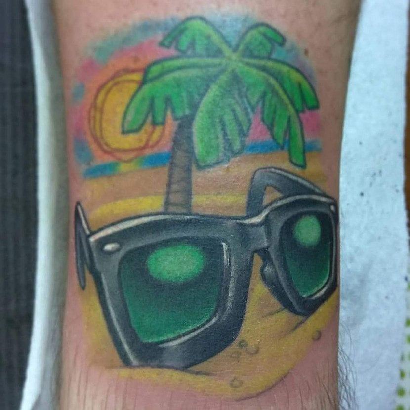 Tatuaje playa gafas