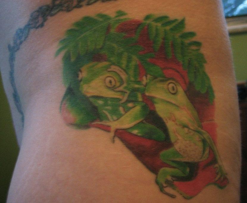 Tatuaje ranas espalda