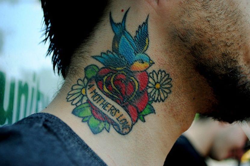 Tatuaje rosa cuello old school