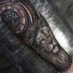 Tatuajes de leones en el brazo