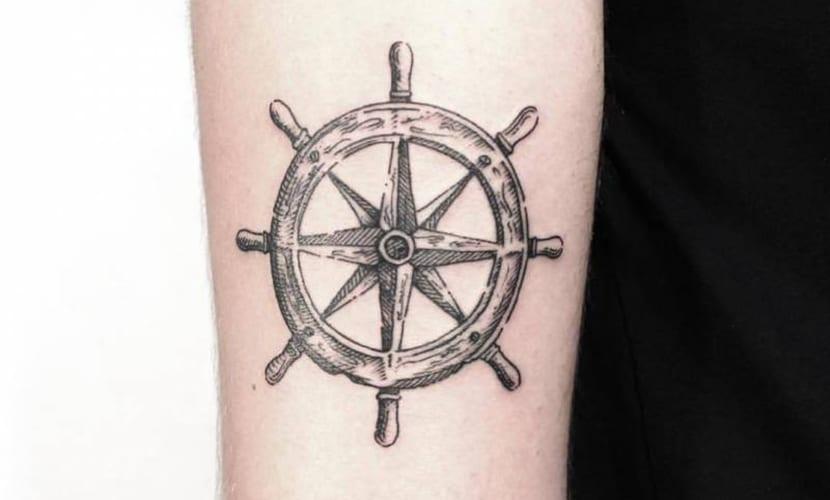 Tatuajes De Timones Recopilación De Diseños Y Significado
