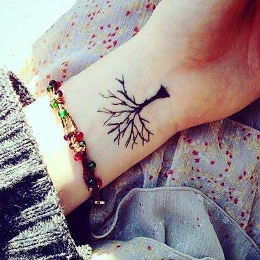 Tatuaje árbol muneca