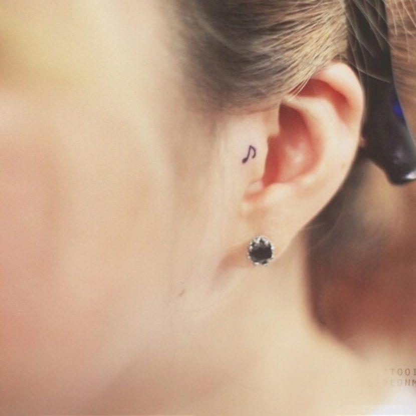 tatuaje mínimo nota musical