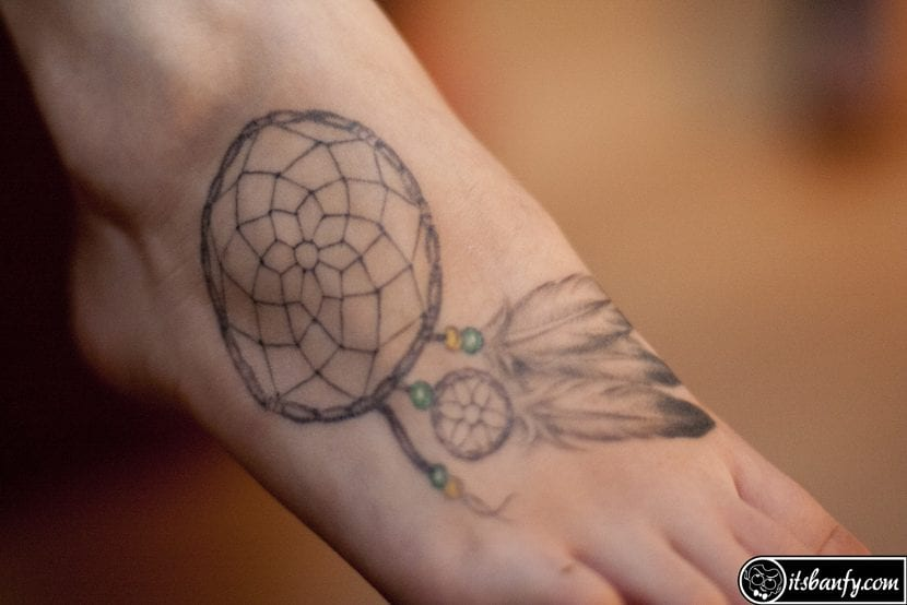 Tatuaje atrapasueños pie