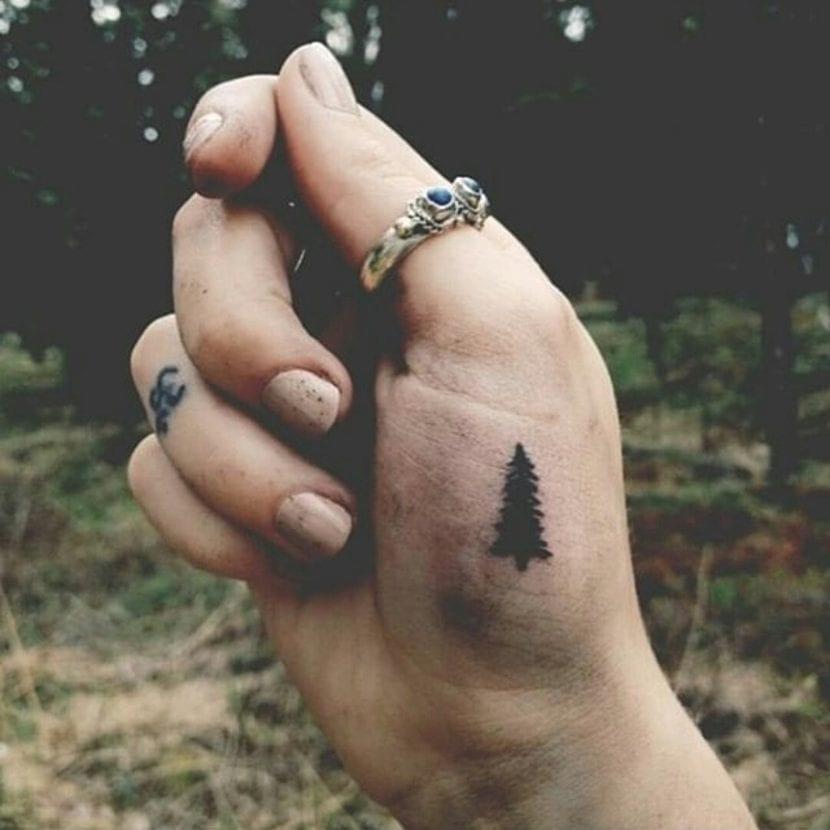 Tatuaje arboles pequeños abeto