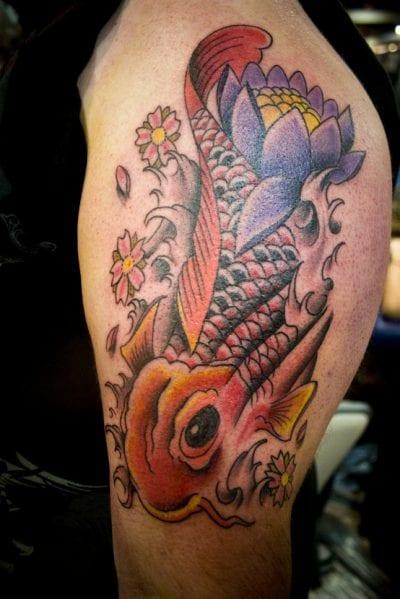 Tatuaje carpa naranja