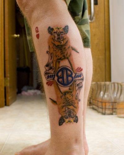 Tatuaje cartas personal pierna