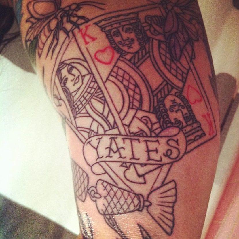 Tatuaje cartas rey corazones