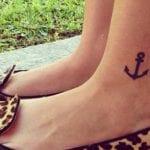 Tatuajes de anclas en el tobillo