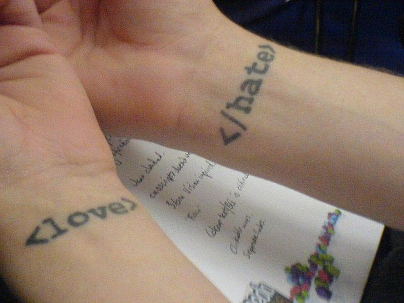 Tatuaje doble etiquetas