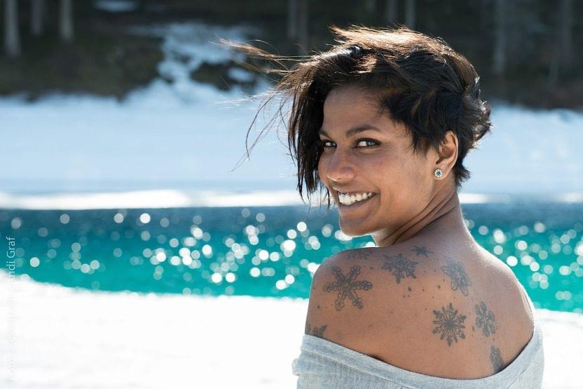 tatuaje estrellas espalda