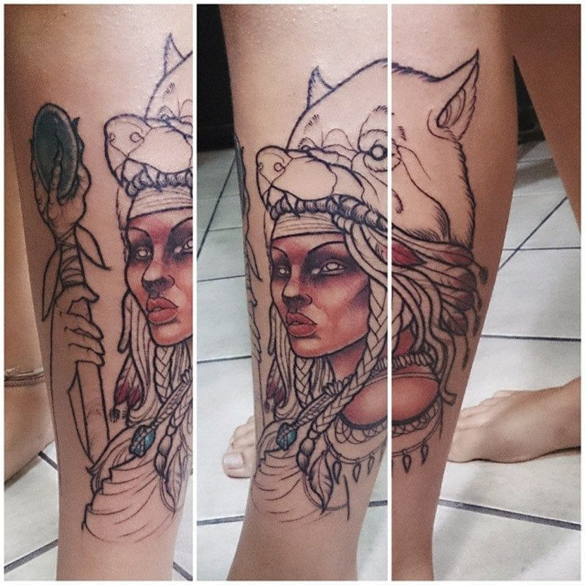 Tatuajes guerreras bastón