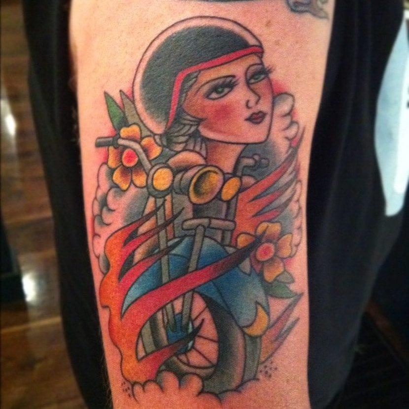 Tatuajes guerreras moto