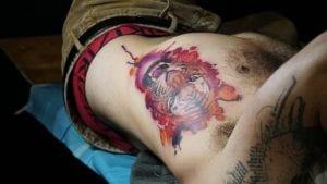 Tatuaje tigre costado