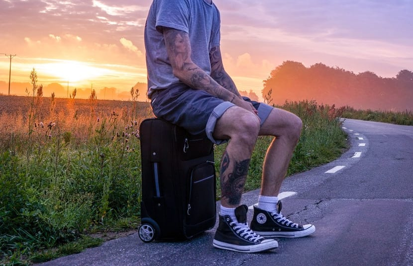 Hombre maleta tatuaje