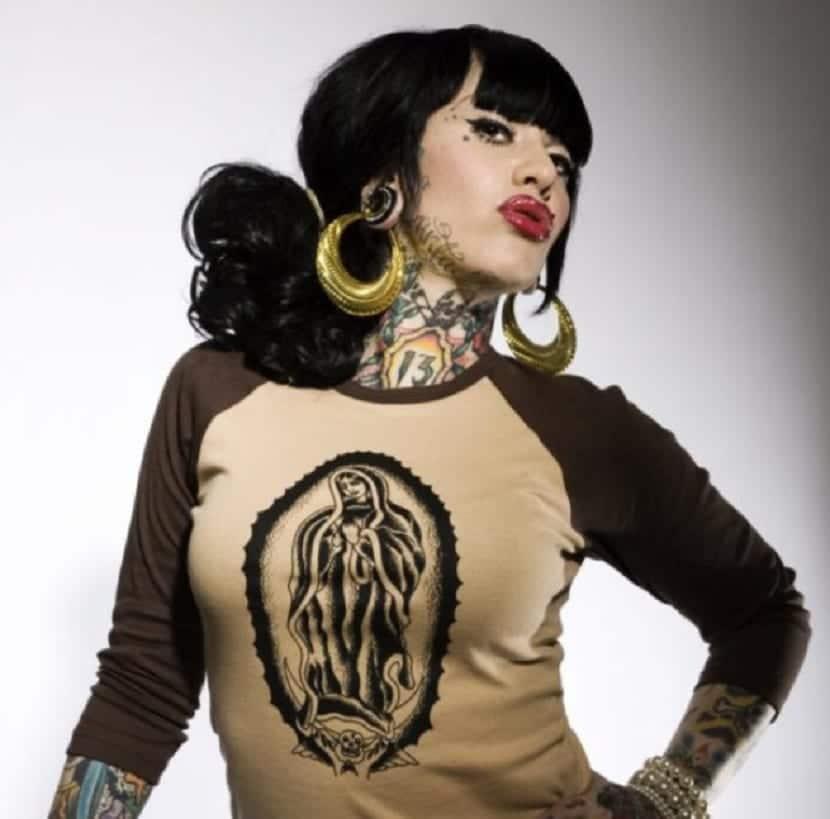 Tatuajes en el cuello para chicas
