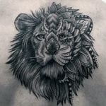 Tatuajes de leones en la espalda