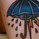 Tatuajes de paraguas con lluvia
