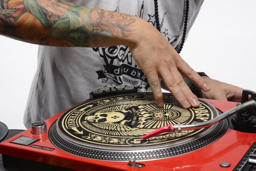 DJ disco tatuaje