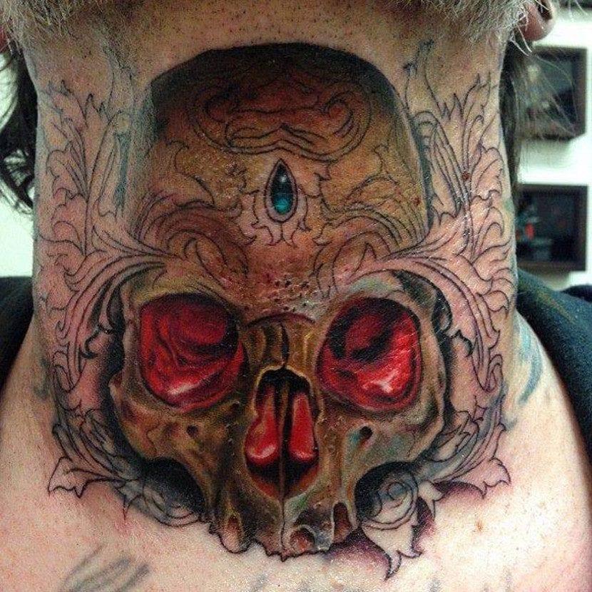 Tatuajes esqueletos cuello