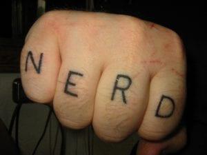 Tatuaje friki nudillos
