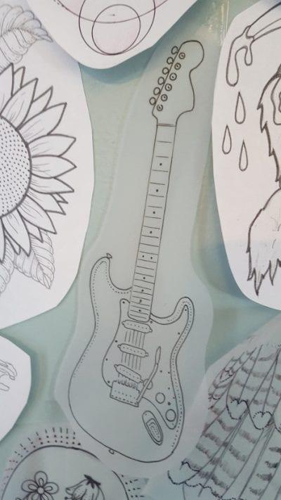 Tatuaje guitarra diseño