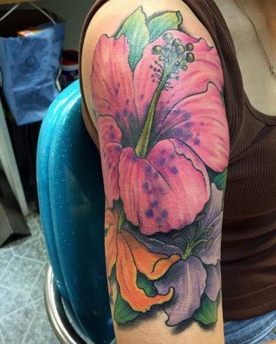 Tatuaje hibiscus rosa