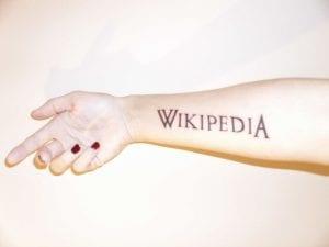 Tatuaje Wikipedia brazo