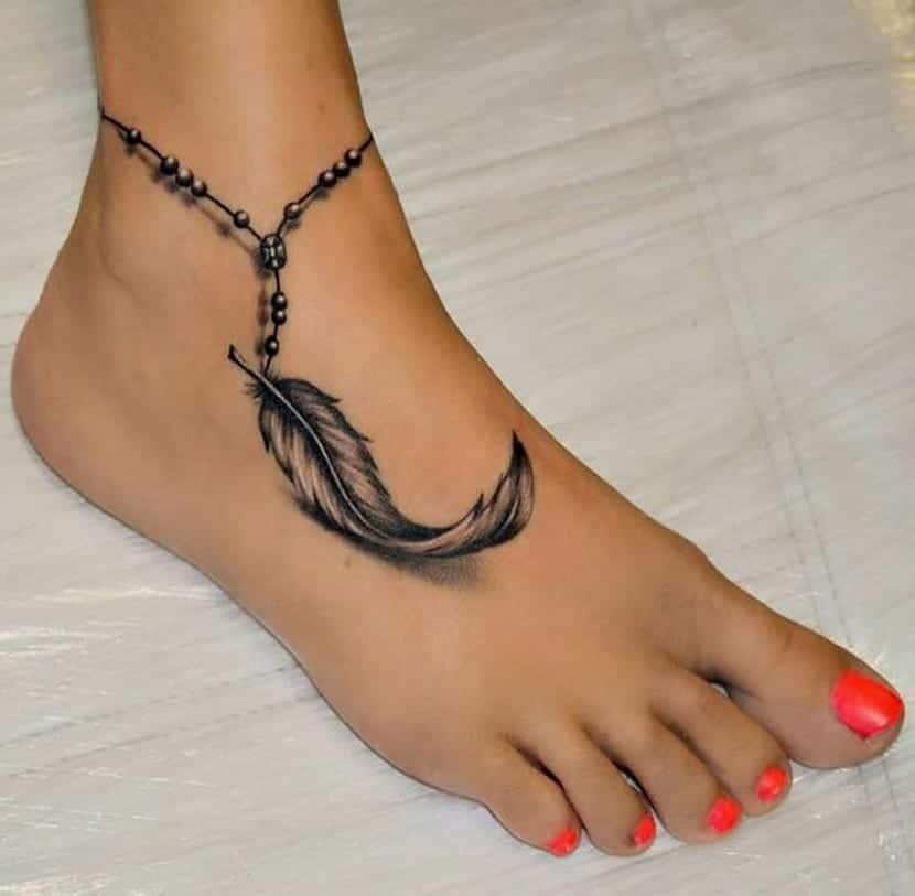 Diseños de plumas en el pie