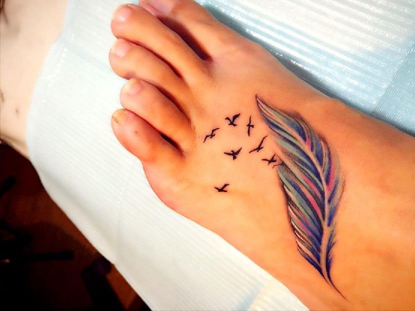 Tatuaje de pluma pavo real