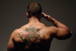 Tatuajes de dragón en la espalda