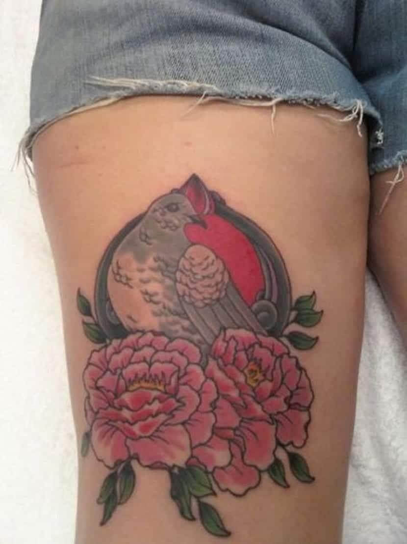 Tatuajes de palomas con flores