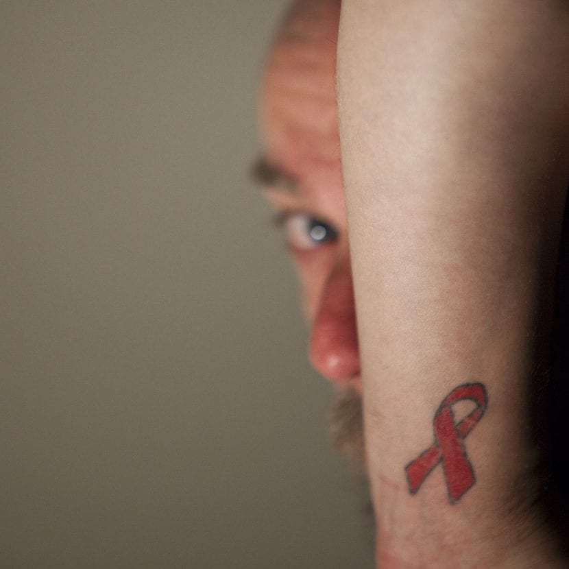 Tatuaje solidario VIH