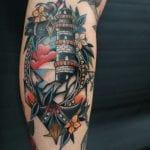Tatuajes de faros en la pierna