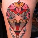 Tatuajes de globos en la pierna