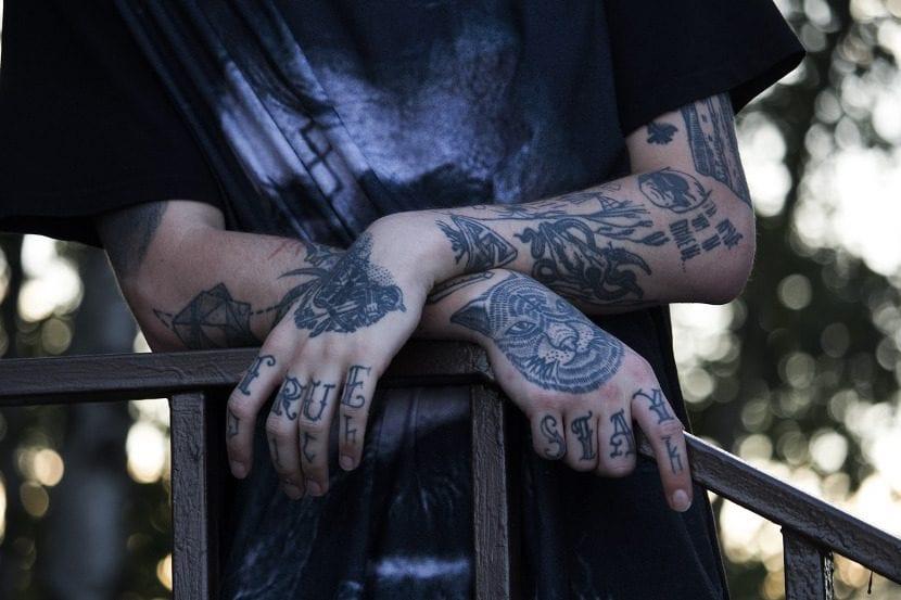 Tatuajes dolorosos manos