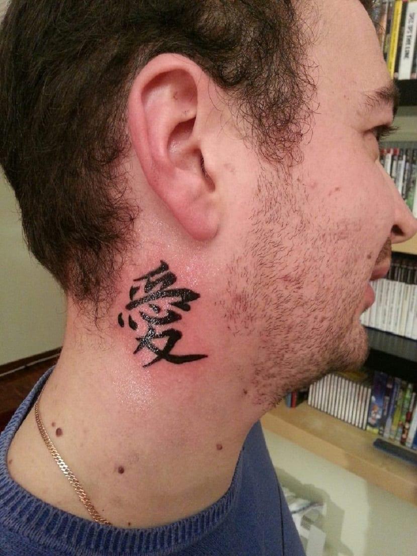 Tatuajes en el cuello letras chinas