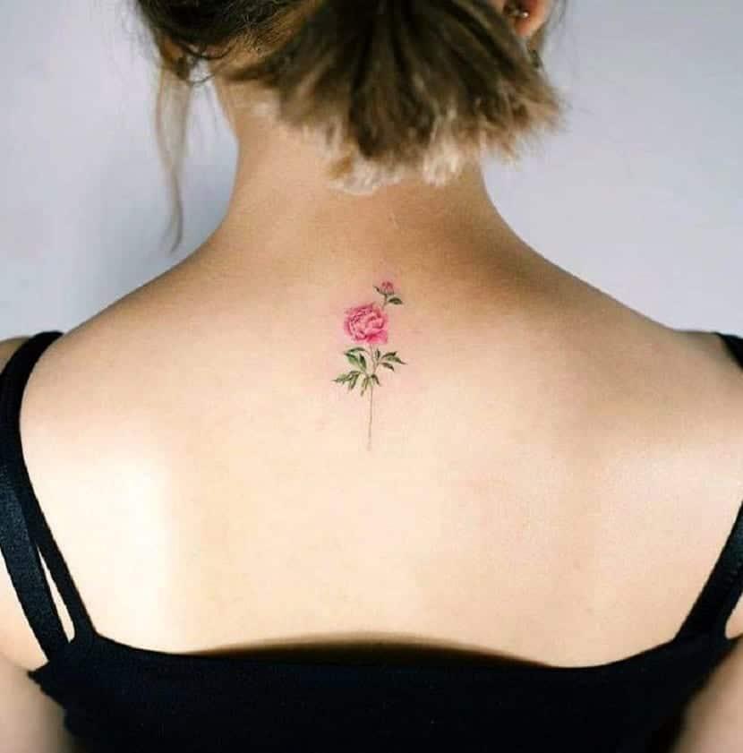 Tatuajes en la espalda flores