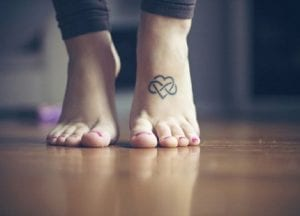 Tatuajes infinito para pies