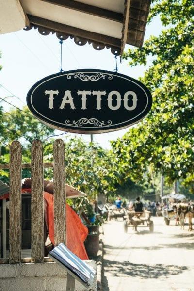 Estudio de tatuaje cartel