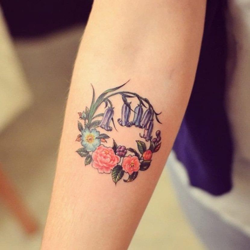 Tatuaje redondo flores