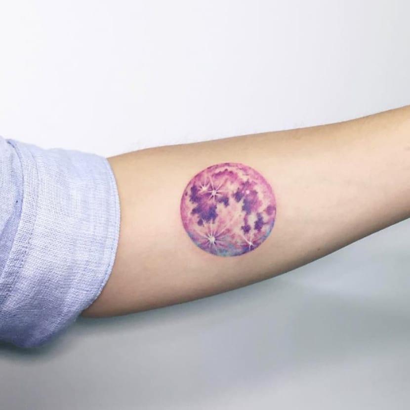 Tatuaje redondo luna llena
