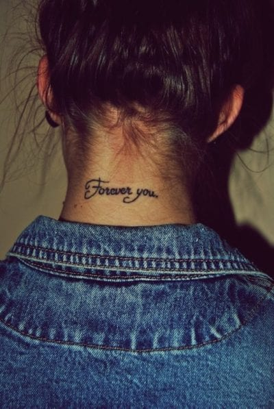 Tatuajes de frases bonitas cogote