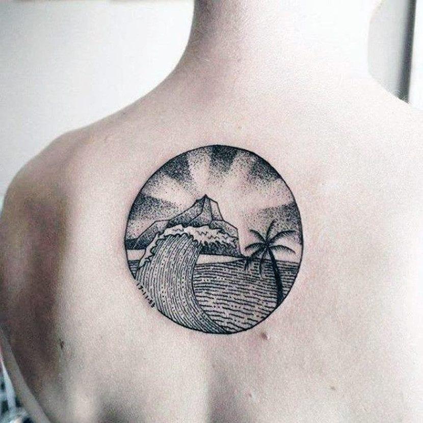 Tatuajes mar y montaña espalda