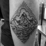 Tatuajes mar y montaña rombo