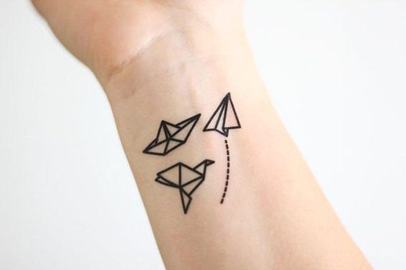 Tatuajes de origami en la muñeca