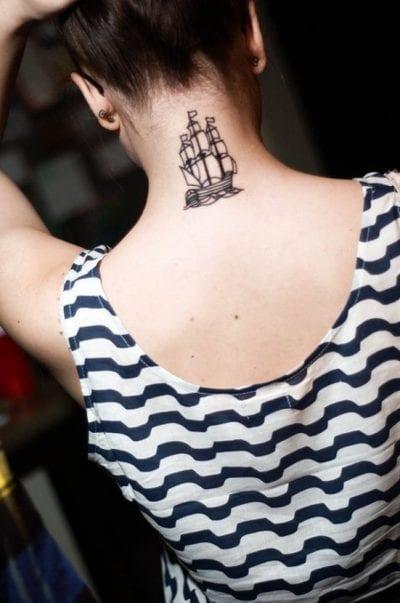 Tatuajes en el cogote barco